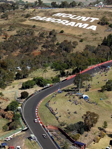 V8 super cars on Mount Panorama   ABC News (Australian