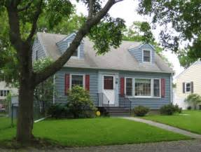 the cape cod house in cambridge and nearby centers and