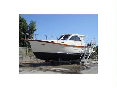 cabinati a motore usati sciallino 30 cabinato in liguria barche a motore usate