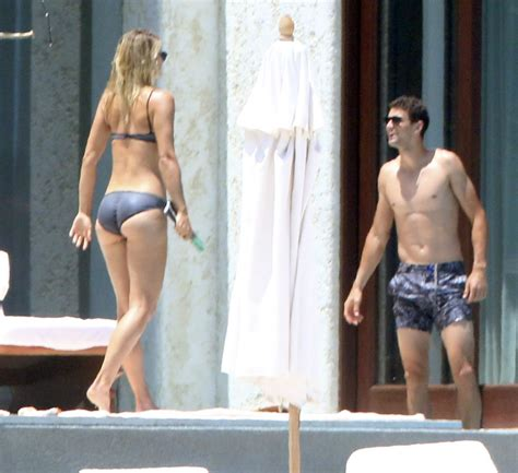 With Married Paparazzo Boyfriend In Mexico by Sharapova Shows On Vacation With