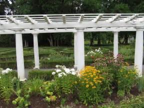 Backyard Trellis Designs by How To Hang A Garden Trellis Home Design And Home