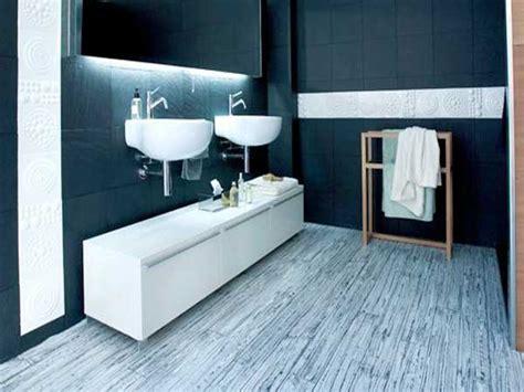 Superbe Lames Pvc Salle De Bain #3: sol-vinyle-effet-graphique-dans-la-salle-de-bain-tarkett.jpg