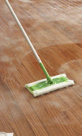 clean laminate floors  water