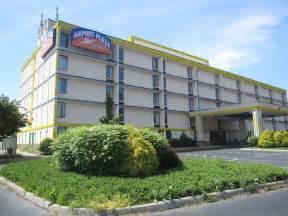 hotels va book airport plaza hotel roanoke virginia hotels