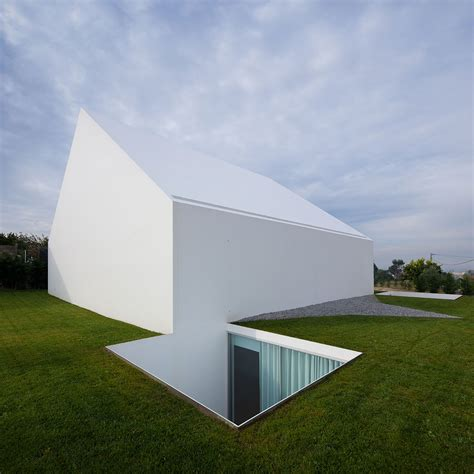 Portugal Minimalist 1 Tx cover and concealment house in leiria by aires mateus yatzer