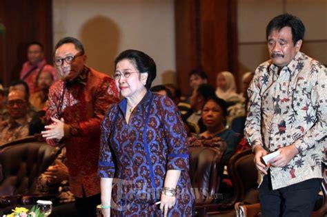 Buku Revolusi Indonesia Dalam News And Views Ea bedah buku revolusi pancasila karya yudi latif foto 2 1620630 tribunnews
