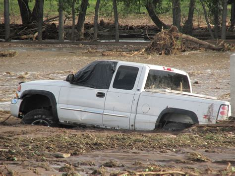 truck in mud trucks stuck in mud imgkid com the image kid has it