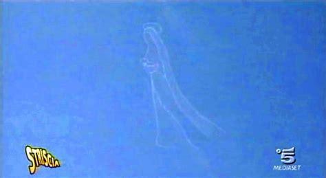 madonna illuminata medjugorje misterando la madonna appare in cielo