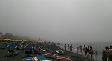 banchi di nebbia banchi di nebbia in spiaggia a roma ecco perch 232 vista dal