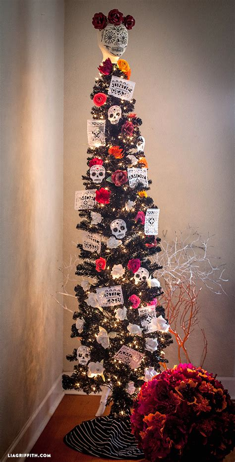 how to decorate a pencil christmas tree lia griffith features treetopia black tree treetopia