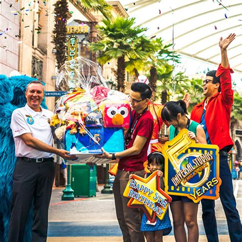 Adulttiket Universal Studio Singapore Open Date universal studios singapore 5th anniversary celebration