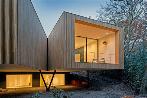 fassade holz modern curvature modern house has a curved construction to