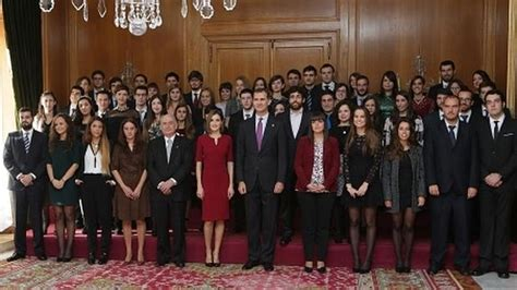 ganadores premios princesa de asturias 2016 los reyes reciben a los premiados y les imponen las insignias