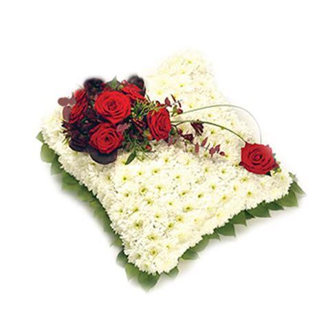 cuscino rosso italia in fiore invia cuscino rosso