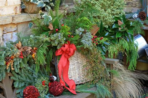 home and garden christmas decorating ideas 40 stunning christmas porch ideas