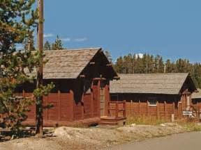 book lake lodge cabins yellowstone national park wyoming