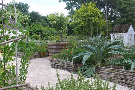 garden visit secrets of another century at colonial