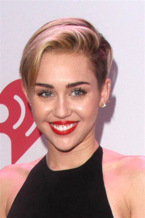 name of miley cyrus hairdo miley cyrus short haircut blonde side part