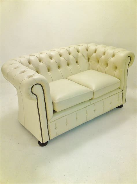 Sofa Settee Difference by The Difference Between Chesterfield Sofa Settee