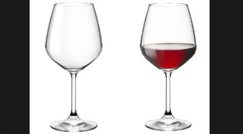 bicchieri di vino il cardiologo due bicchieri di vino al giorno la