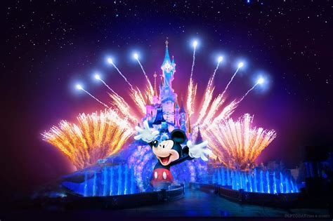 united states disney fireworks display wins 2016 new disney illuminations image shows mickey mouse as