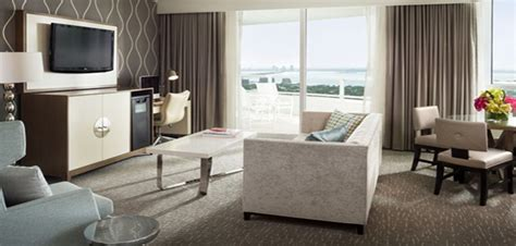 tresor one bedroom suite fontainebleau status miami fontainebleau