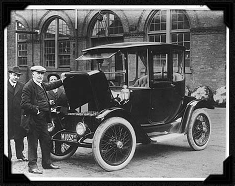 in 1899 ninety percent of new york city's taxi cabs were