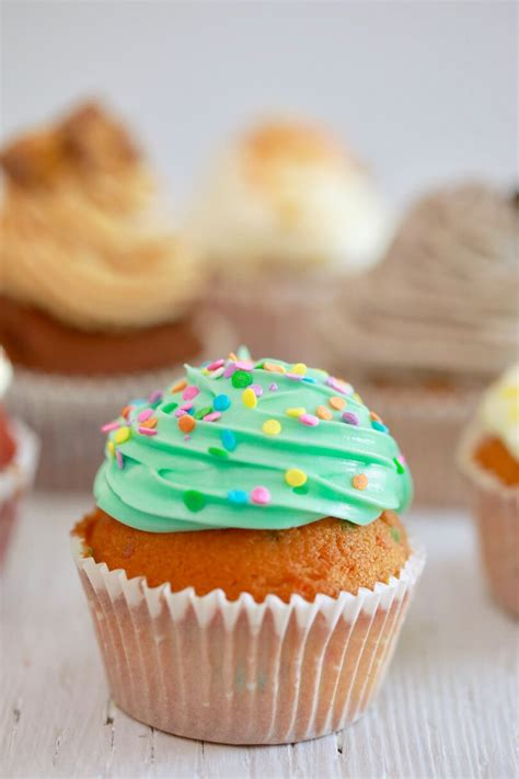pictures of cupcakes easy cupcake recipe
