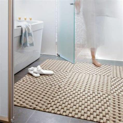 Superbe Modele De Salle De Bain Ikea #5: tapis-de-bain-ikea-pour-la-salle-de-bain-avec-carrelage-gris.jpg