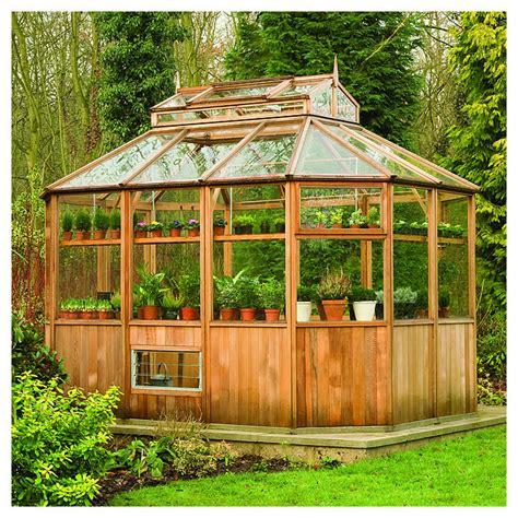 serre de jardin en bois serre de jardin en cedre d amerique octogonale tout eqiupee