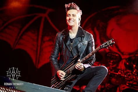 synyster gates haircut 2014 avenged sevenfold synyster gates mainstage 2
