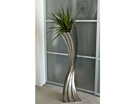 Floor Statues by Seven Sculptural Planters For Modern Homes Hometone