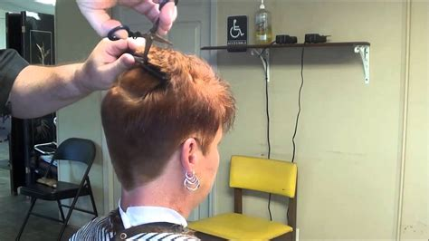 woman cuts hair with fork and clippers ladies hairstyles woman hair cut styles hair styles even