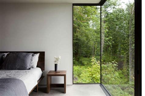 schlafzimmer für kleine räume bett graues holz mit aufschrift