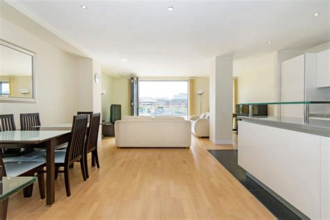 two bedroom apartments london 2 bed apartment to rent 8 high timber street london
