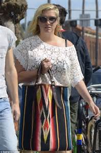 ke ha steps out looking fuller figured as she hits the beach in unflattering lacy frock daily