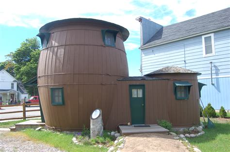 the barrel house michigan roadside attractions see the pickle barrel house