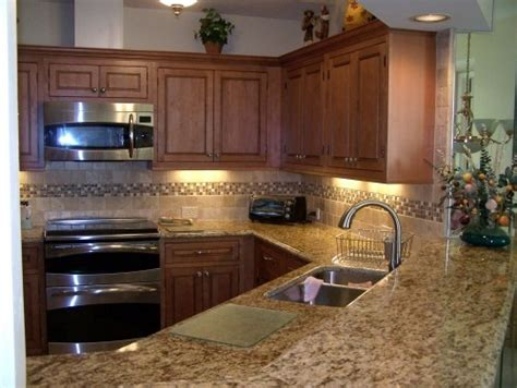 backsplash ideas for maple cabinets 79 best maple kitchen cabinets images on maple kitchen cabinets cabinet doors and