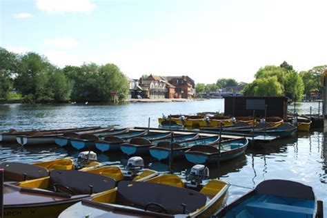 river thames boat hire bray 33 best accommodation windsor eton guided by a local