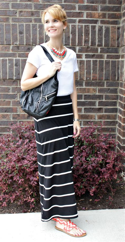 black and white pattern skirt outfit mixing prints with a pair of chic sandals mom fabulous