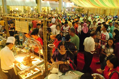 new year open house malaysia foreigners find raya open house enjoyable exciting