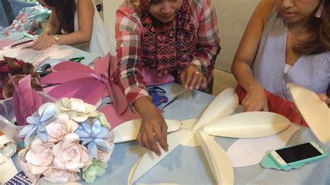 cara membuat bunga kertas raksasa cara membuat bunga jasmine dari kertas how to make