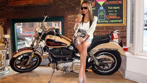 Motorrad Bilder Mit Frauen by Motorcycles Hd Wallpaper And Background Image