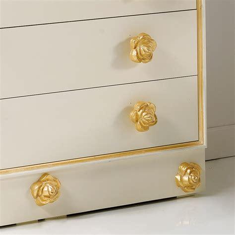 pomelli di legno 242 4 cassetti di design in legno con pomelli a forma di