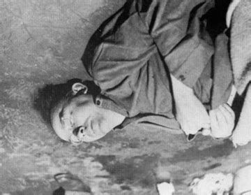 photograph of heinrich himmler, lying dead after he