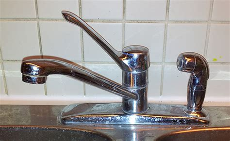 how to tighten an moen kitchen sink faucet where the