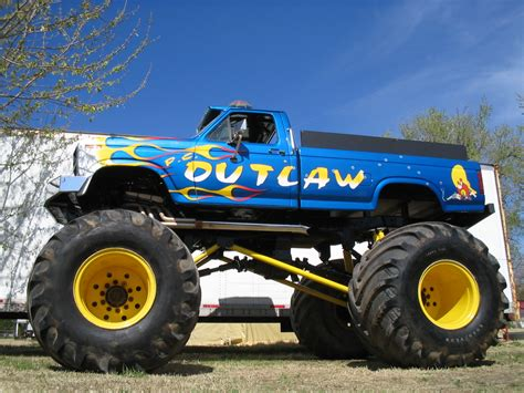 outlaw monster truck 100 grave digger monster truck wiki vp racing fuels