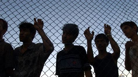 refugees asylum seekers how australia should deal with asylum seekers and refugees