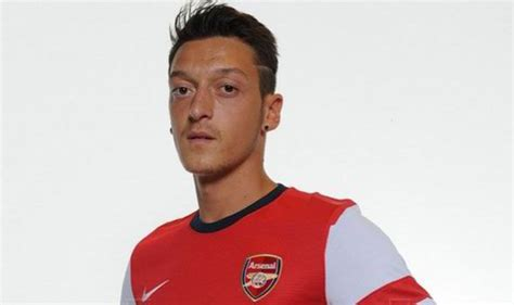 mezuth ozil new hair style pictures first official pictures of mesut ozil in arsenal