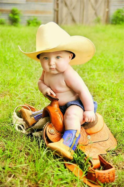 mneder p foto 4 months on photo four 4 month old cowboy baby picture portraits pferd